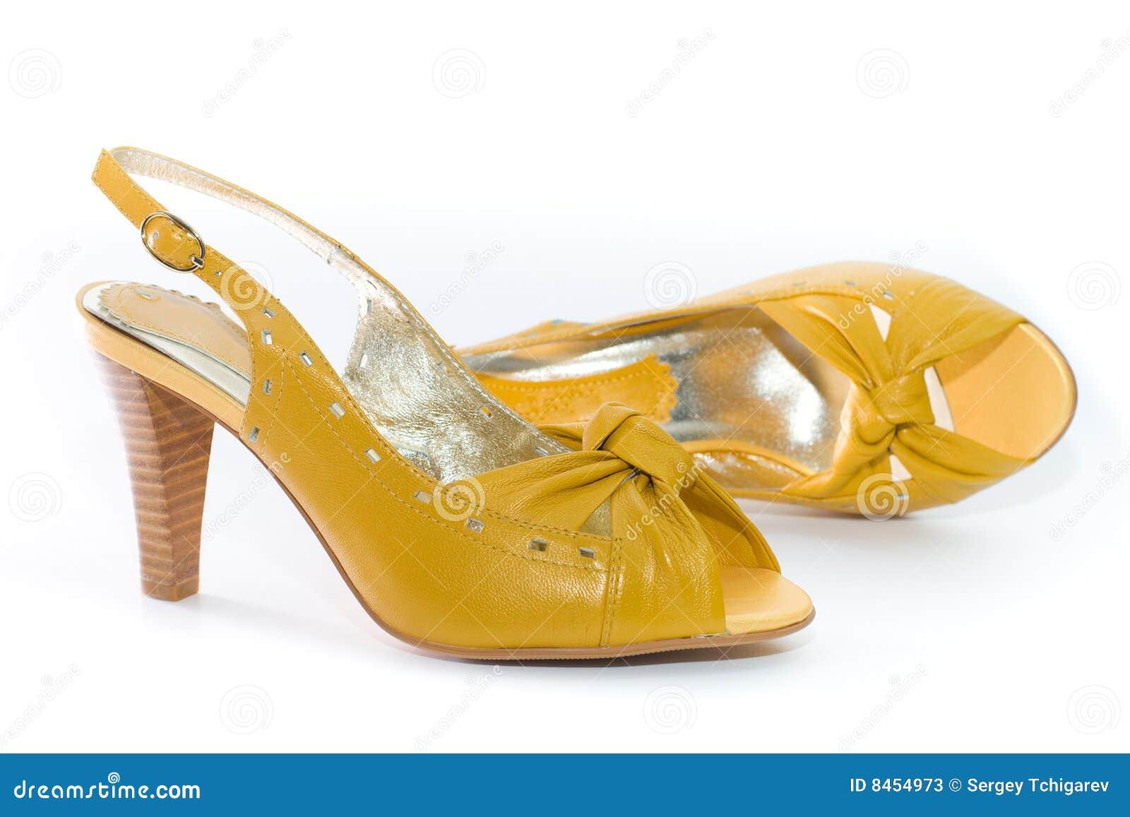 bff7d3ba57d γυναικεία S παπούτσια κίτρινα Στοκ Εικόνα - εικόνα από χρυσός, χρώμα ...