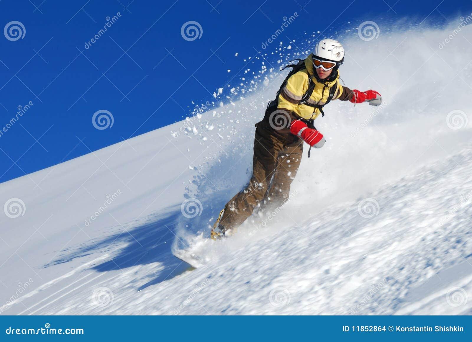γυναικείες οδηγώντας snowboar