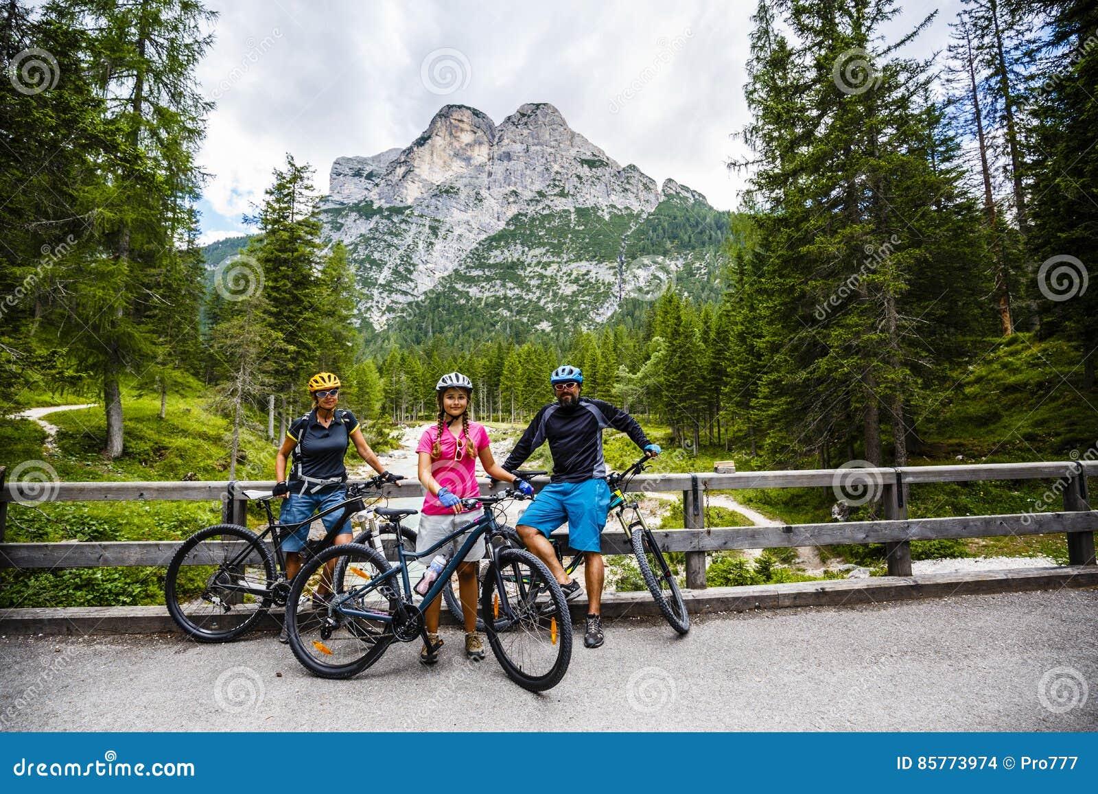 Γύροι οικογενειακών ποδηλάτων στα βουνά