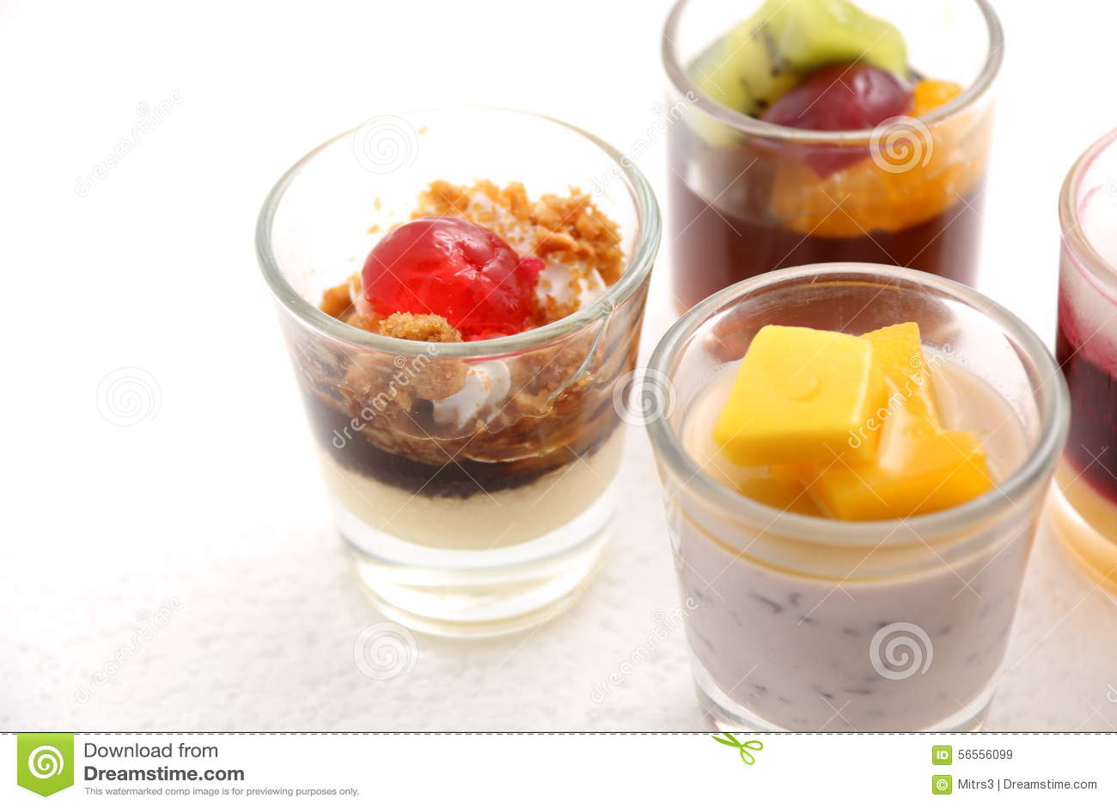 Download Γλυκά επιδόρπια στο γυαλί στοκ εικόνα. εικόνα από μικρός - 56556099