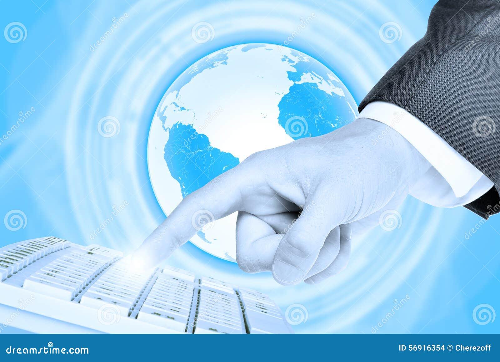 Δάχτυλο Businessmans σχετικά με το πληκτρολόγιο