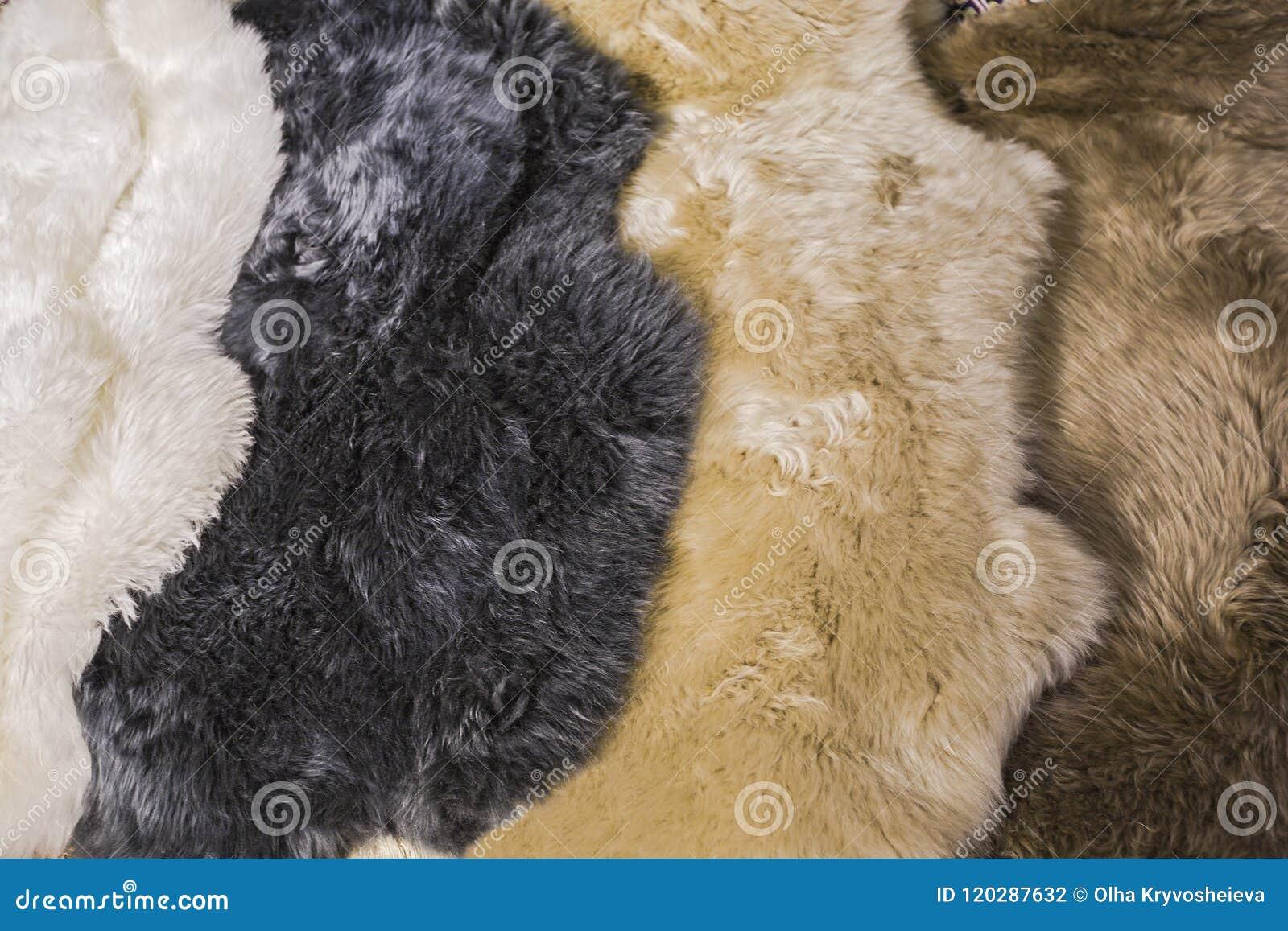 Δέρματα γουνών για sheepskin τα δέρματα για το εσωτερικό σχέδιο, άσπρες, μαύρες, μπεζ, καφετιές συστάσεις δερμάτων