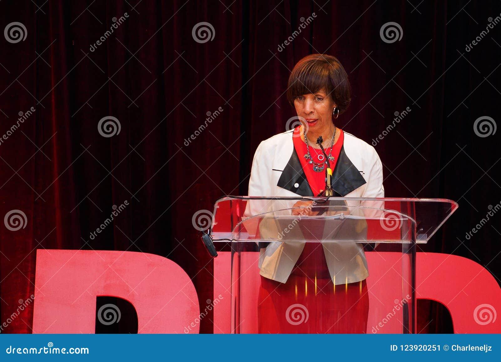 Δήμαρχος της Catherine Pugh της Βαλτιμόρης στο αμερικανικό ΚΟΚΚΙΝΟ γεγονός ιδρύματος καρδιών