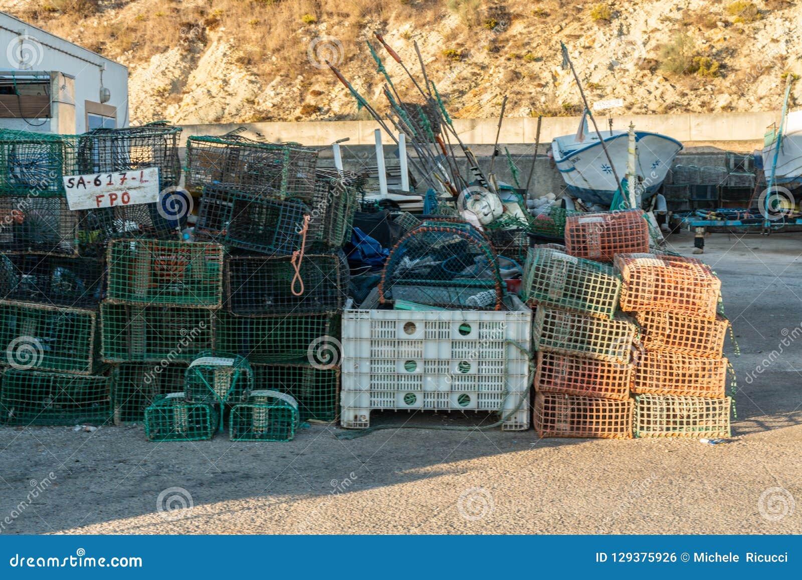 Δίχτυ του ψαρέματος στις αποβάθρες