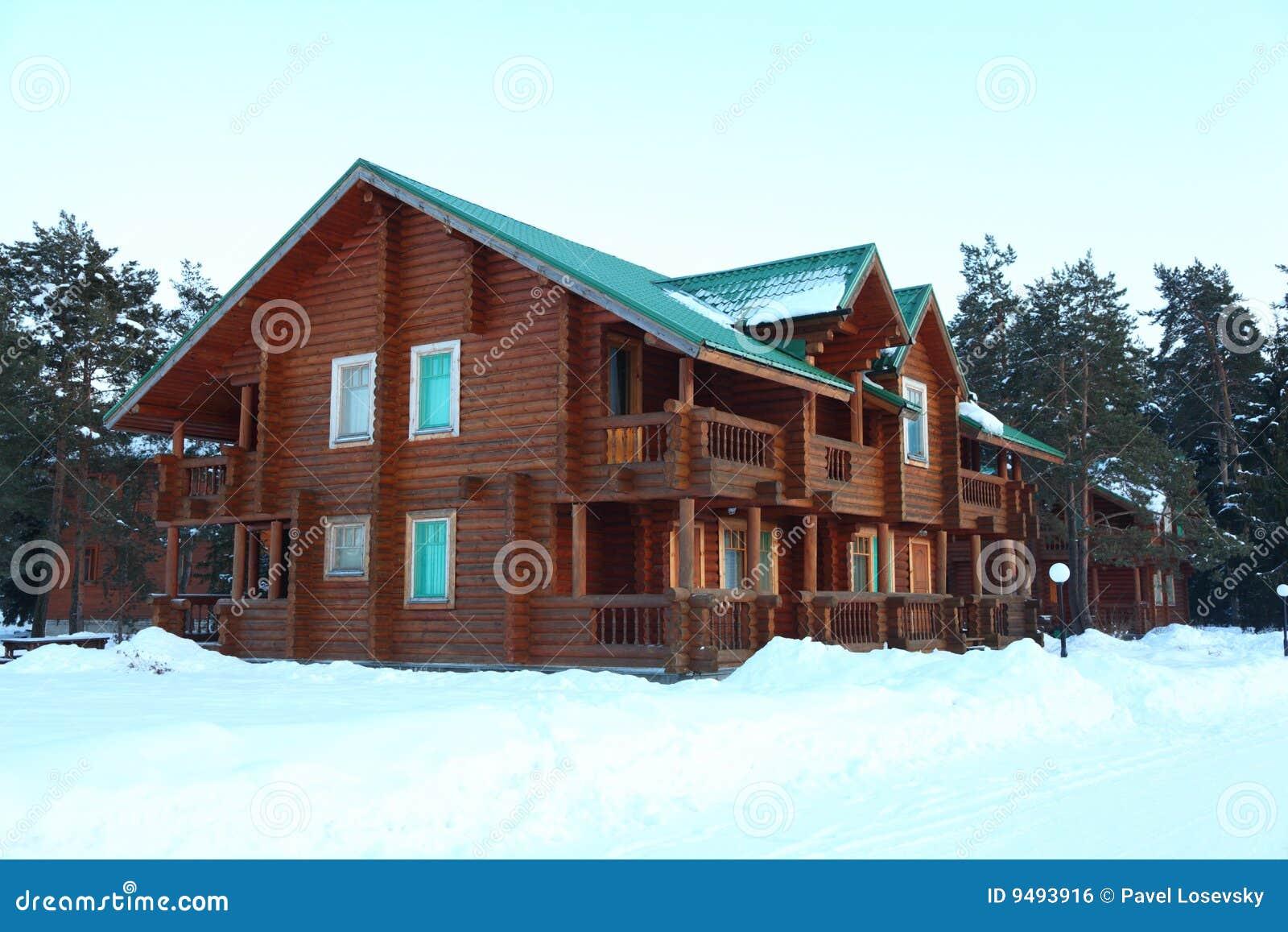 4416aecd2685 δασικός χειμώνας σπιτιών ξύ l Στοκ Εικόνες - εικόνα από παγετός ...