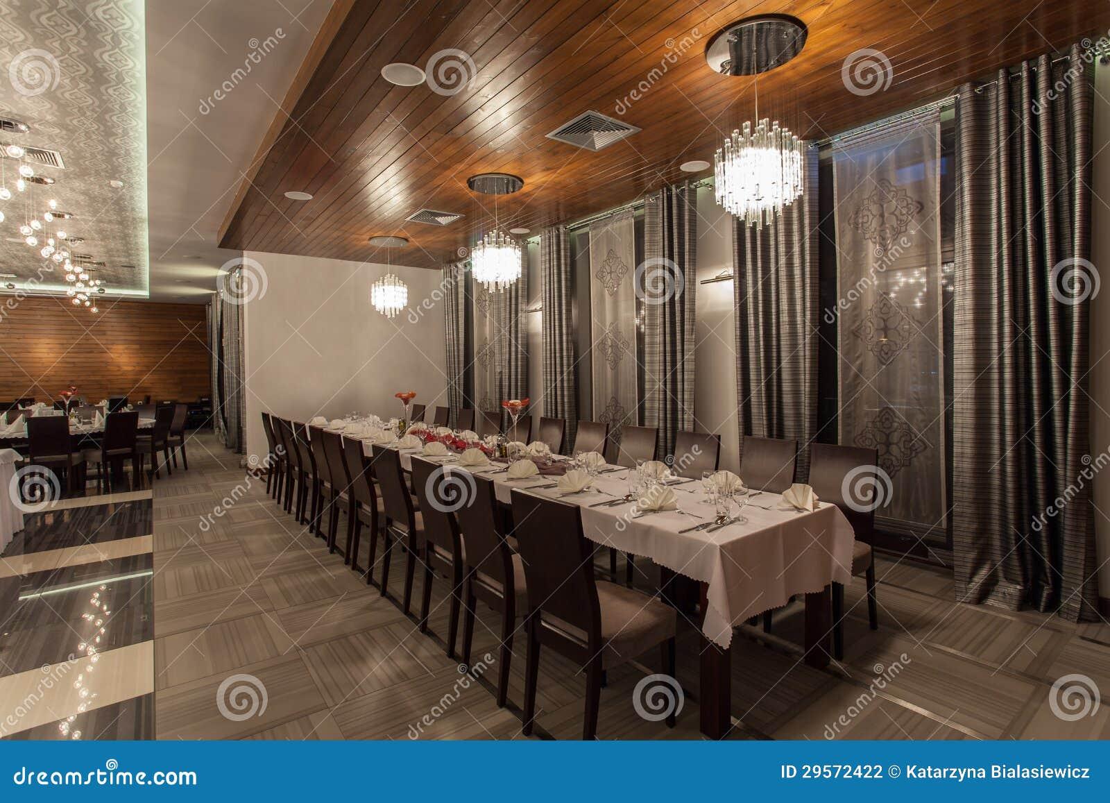 Δασόβιο ξενοδοχείο - επιτραπέζιο σύνολο