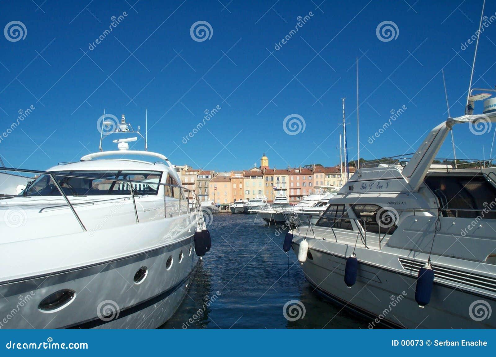 δεμένες βάρκες