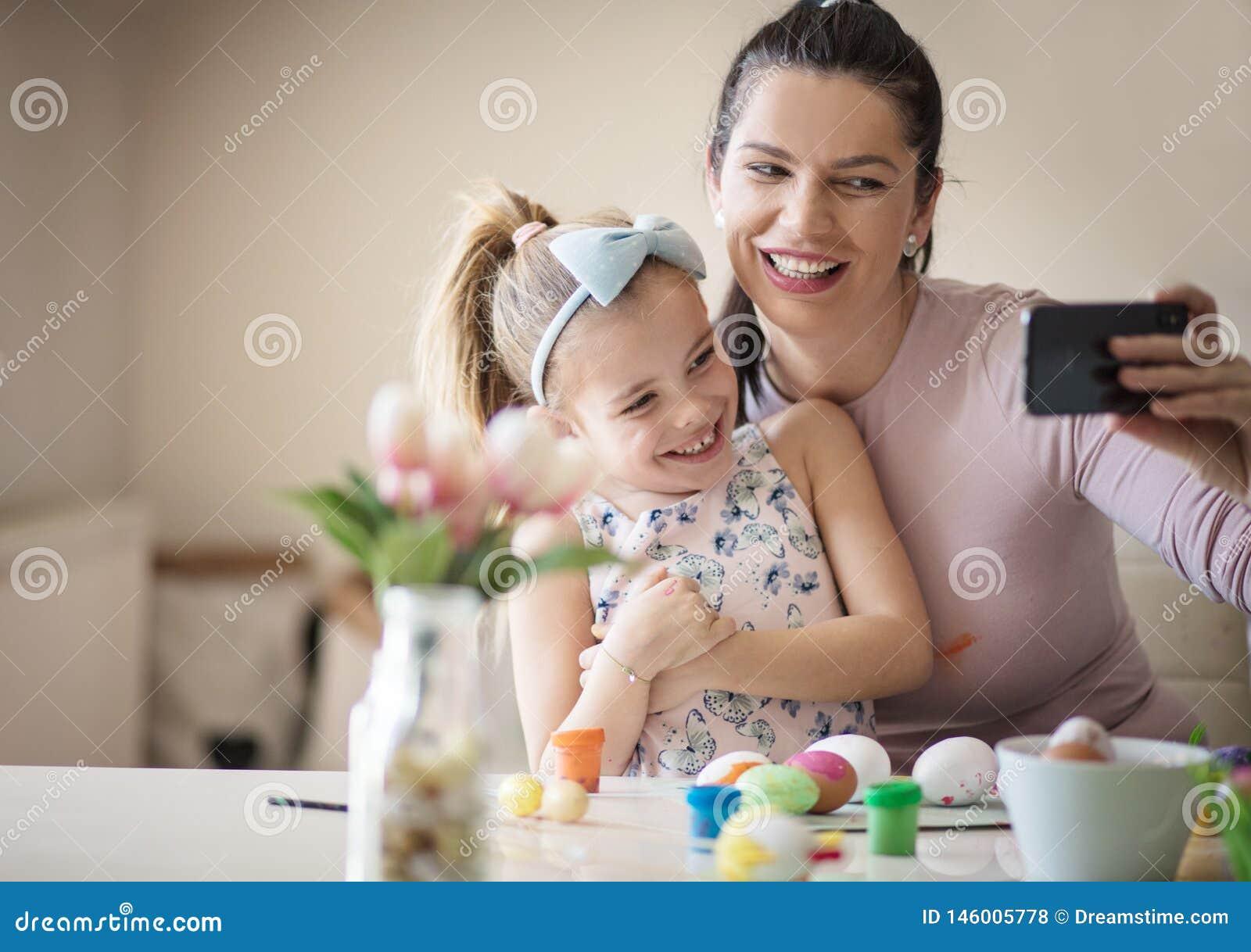 Δεν είναι οικογενειακός χρόνος χωρίς μια αυτοπροσωπογραφία
