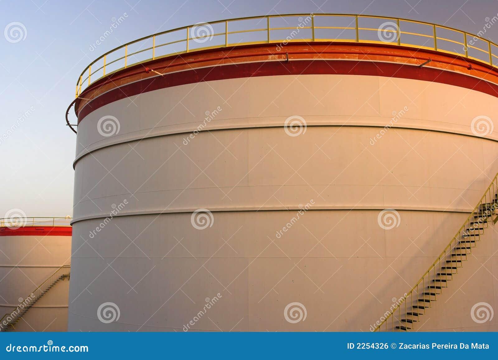 δεξαμενές πετρελαίου