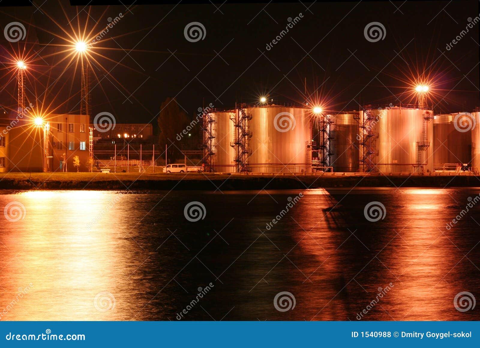δεξαμενές 1 πετρελαίου λιμενικής νύχτας