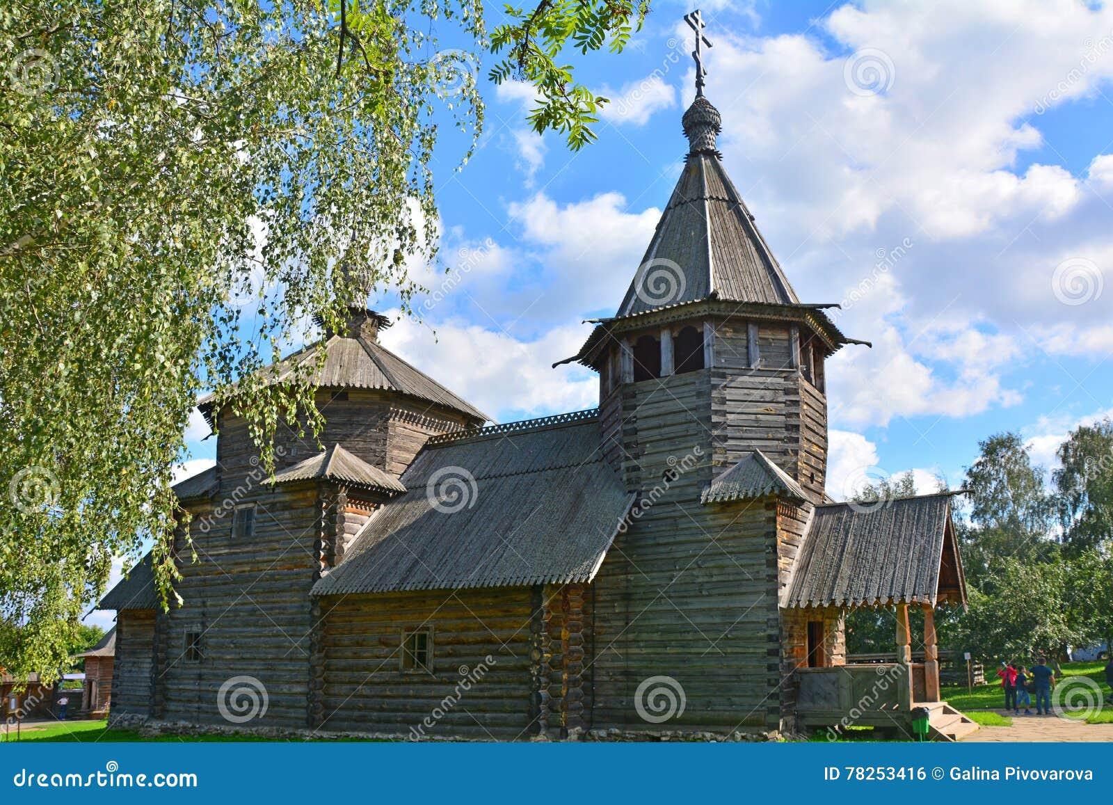 Δευτερεύουσα πρόσοψη της εκκλησίας της αναζοωγόνησης του 19ου αιώνα στο μουσείο της ξύλινης αρχιτεκτονικής στο Σούζνταλ, Ρωσία