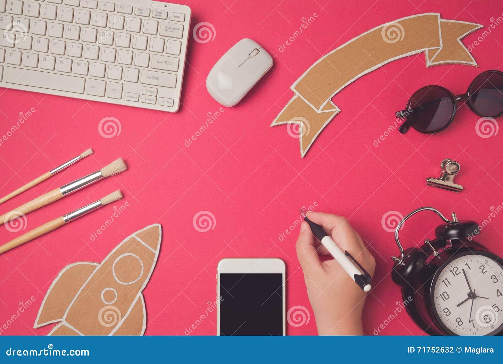 Δημιουργική εικόνα επιγραφών ηρώων σχεδίου με το smartphone Υπόβαθρο επιγραφών ιστοχώρου εκπαίδευσης και ε-εκμάθησης σύγχρονο