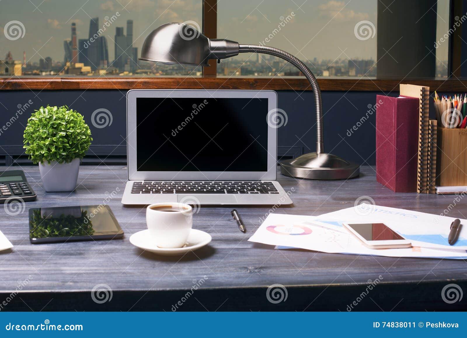 Δημιουργικός υπολογιστής γραφείου hipster