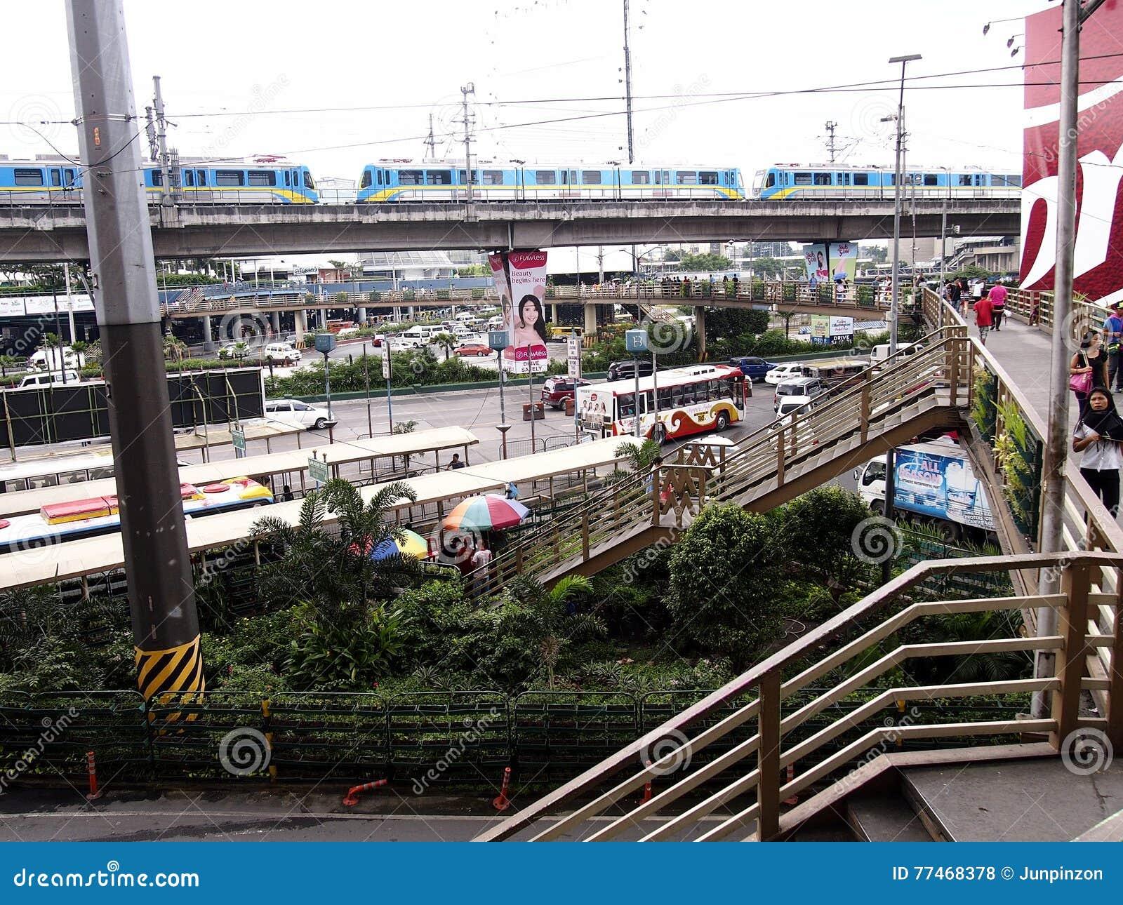 Δημόσια και ιδιωτικά οχήματα μεταφορών κατά μήκος EDSA