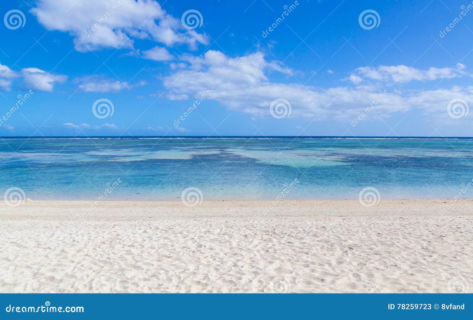 Δημόσια παραλία Flic EN Flac Μαυρίκιος που αγνοεί τη θάλασσα