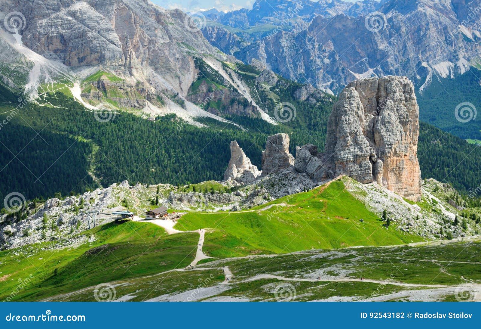 Διάσημη θέση του κόσμου, Cinque Terre κοντά σε Cortina στα ιταλικά δολομίτες