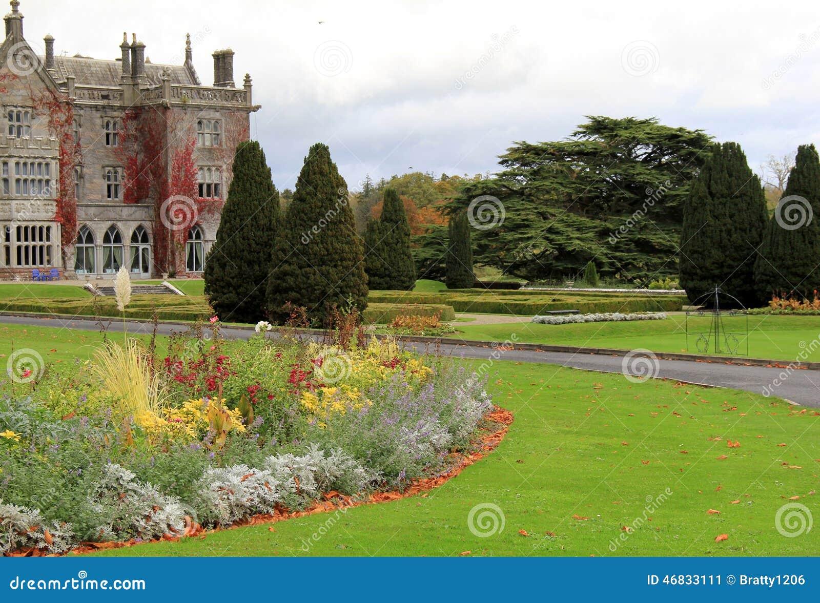 Διάσημοι φέουδο και κήποι Adare που περιβάλλουν την ιδιοκτησία, Adare, Ιρλανδία, 2014