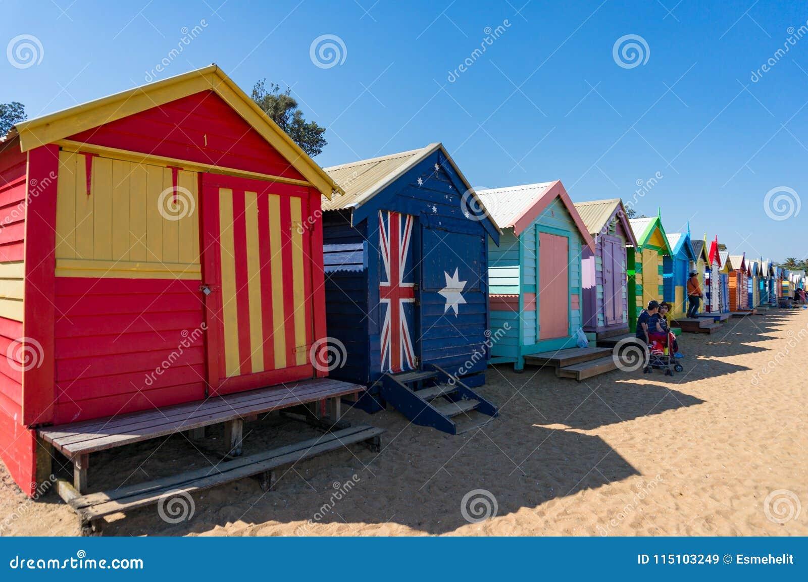Διάσημο ορόσημο των ζωηρόχρωμων σπιτιών παραλιών στην παραλία του Μπράιτον στη Μελβούρνη, Αυστραλία