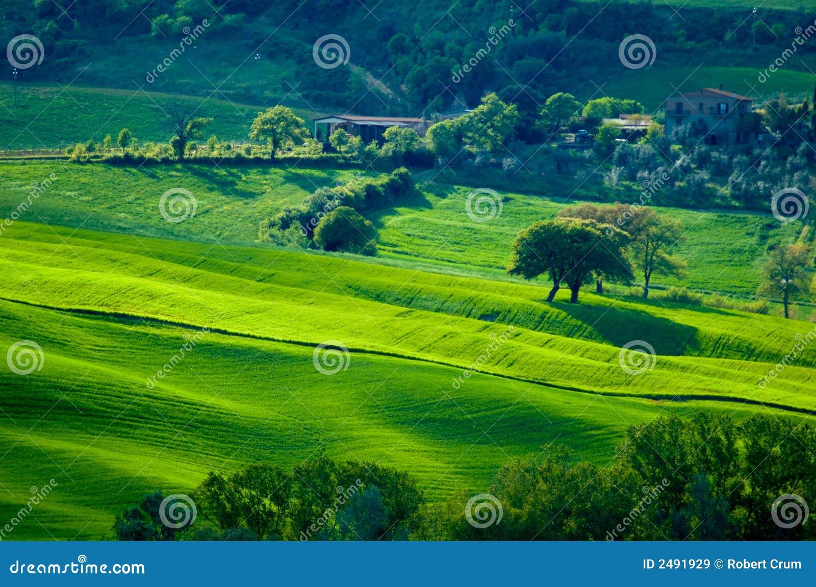 διάστικτοι πράσινοι λόφο&iot