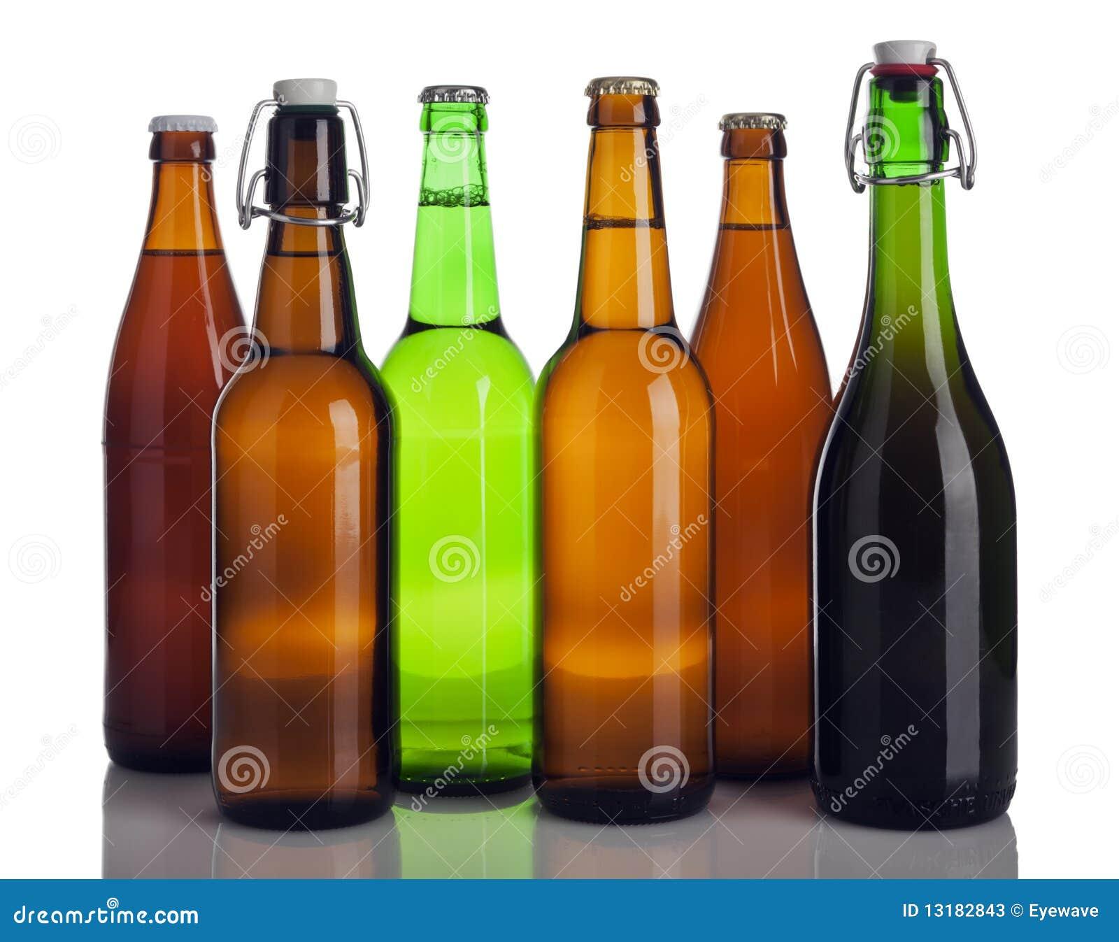 Διάφορα μπουκάλια μπύρας που απομονώνονται