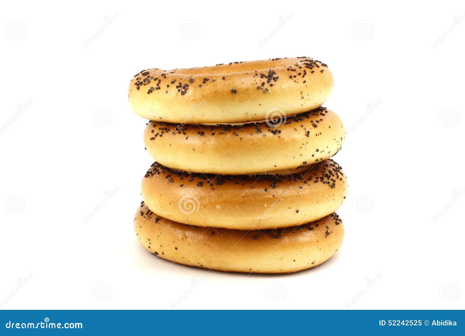 Διάφορα bagels παπαρουνών που συσσωρεύονται
