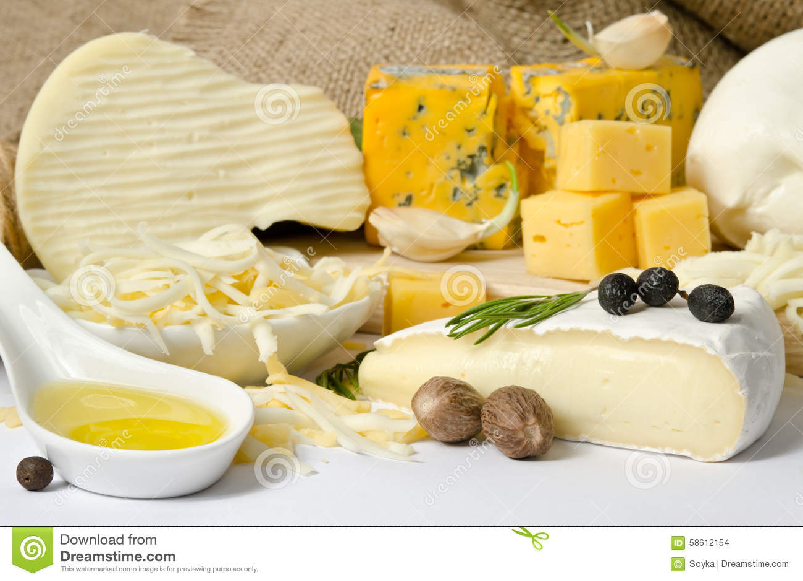 Διάφοροι τύποι τυριών με το καρύκευμα