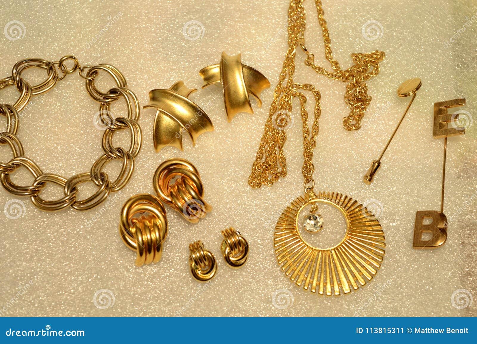 Διάφορο χρυσό κόσμημα