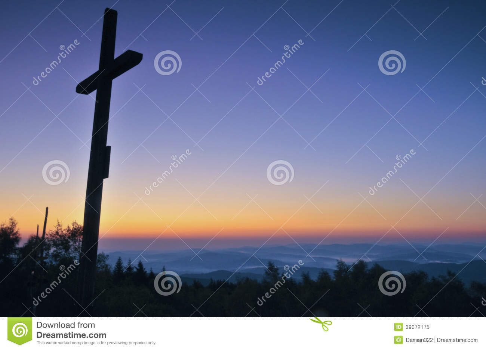 Διαγώνια σκιαγραφία με το ηλιοβασίλεμα ως υπόβαθρο
