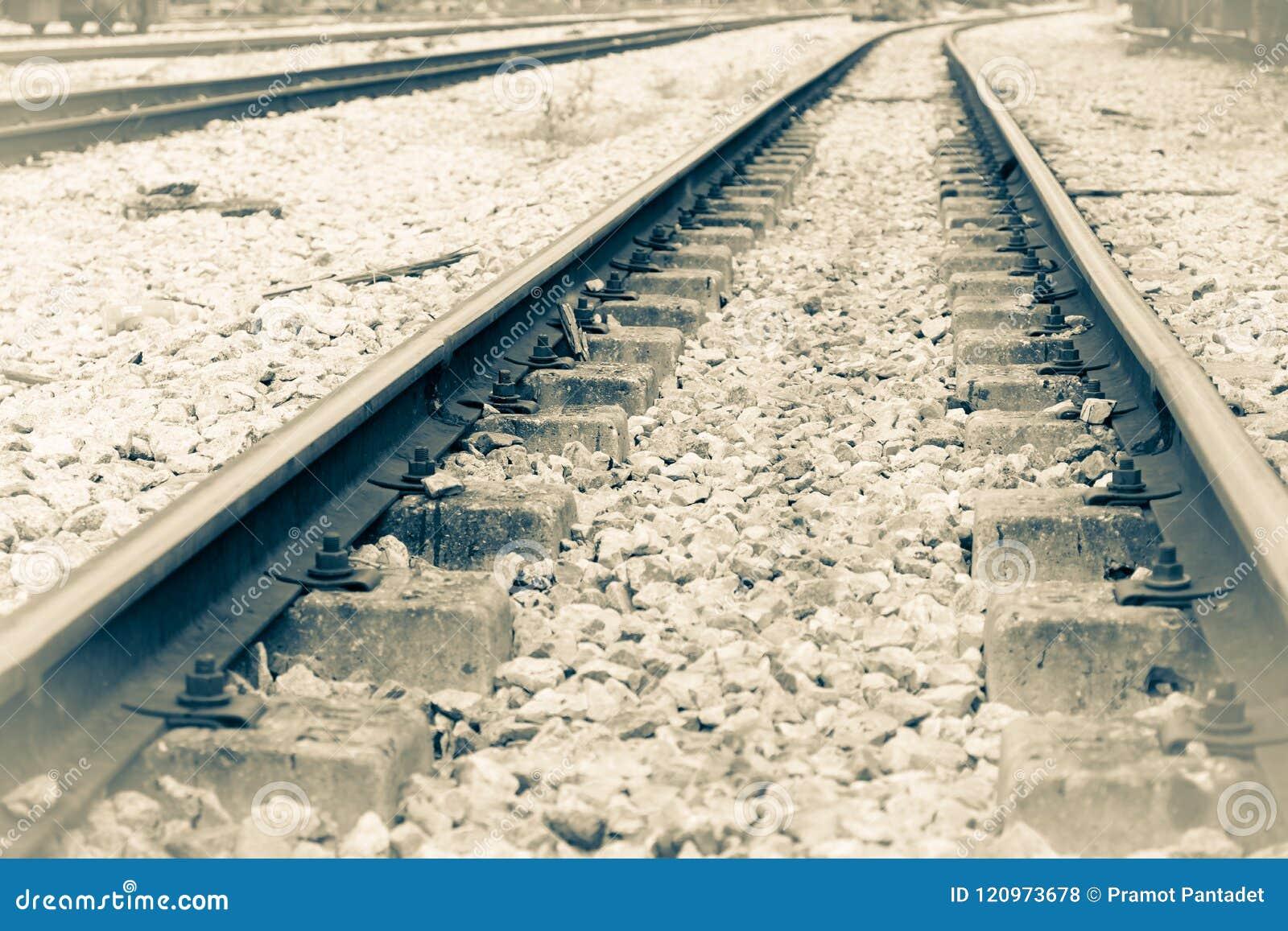 Διαδρομή σιδηροδρόμων στο αμμοχάλικο για τη μεταφορά τραίνων Μονοχρωματικό εκλεκτής ποιότητας ύφος