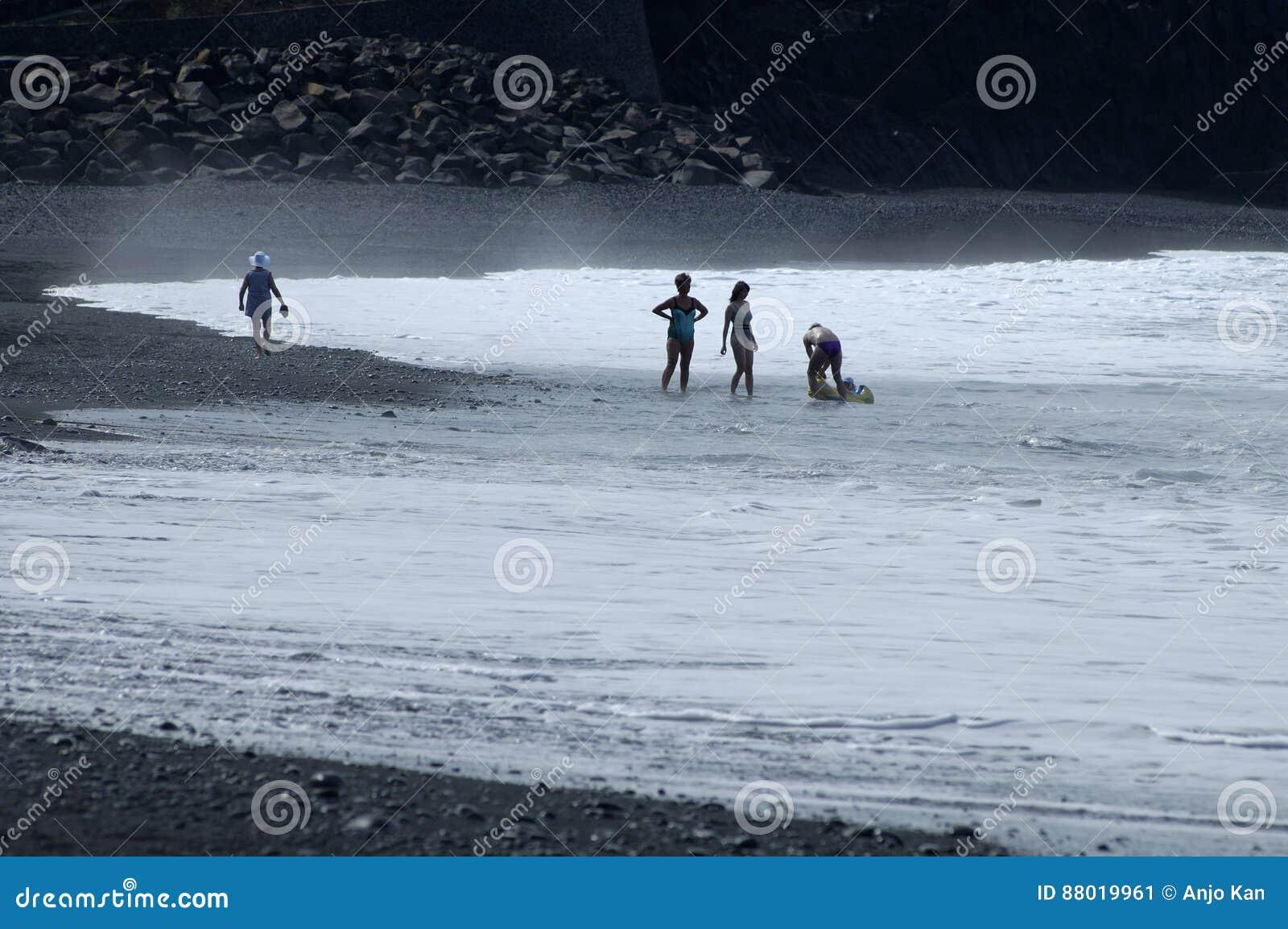 Διακοπές στην όμορφη μαύρη παραλία