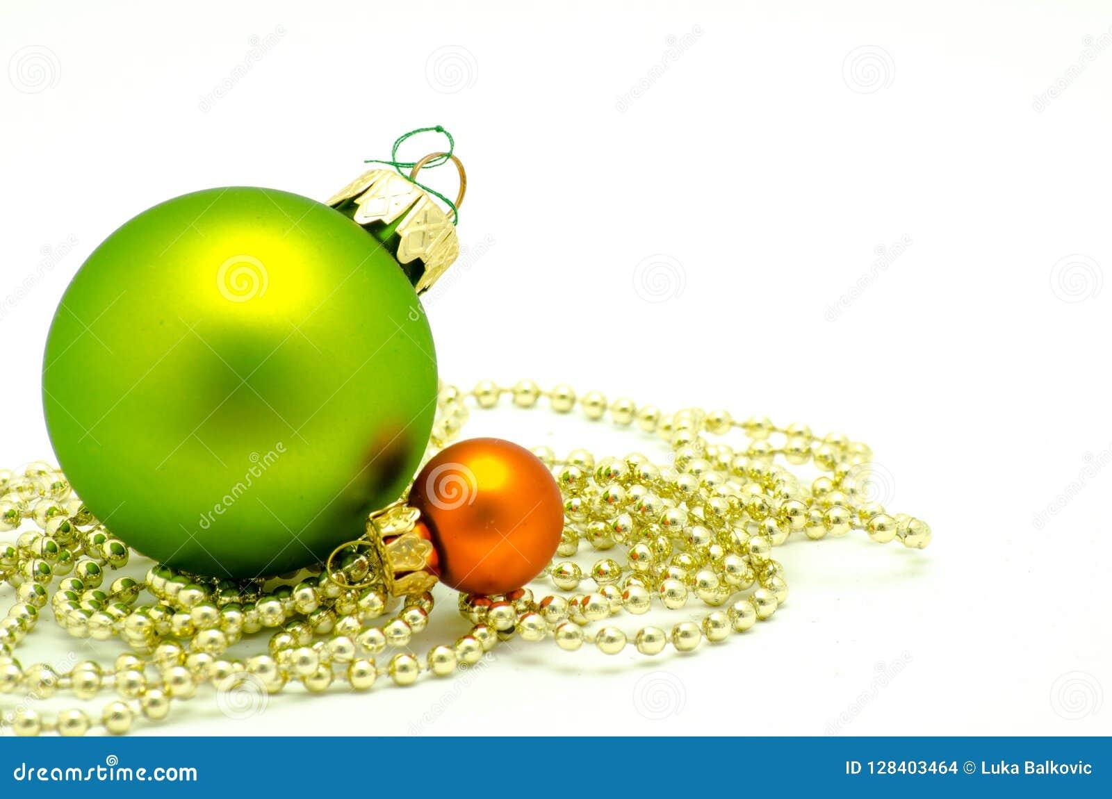 Διακοσμήσεις Χριστουγέννων - πράσινη και πορτοκαλιά σφαίρα με τα χρυσά μαργαριτάρια