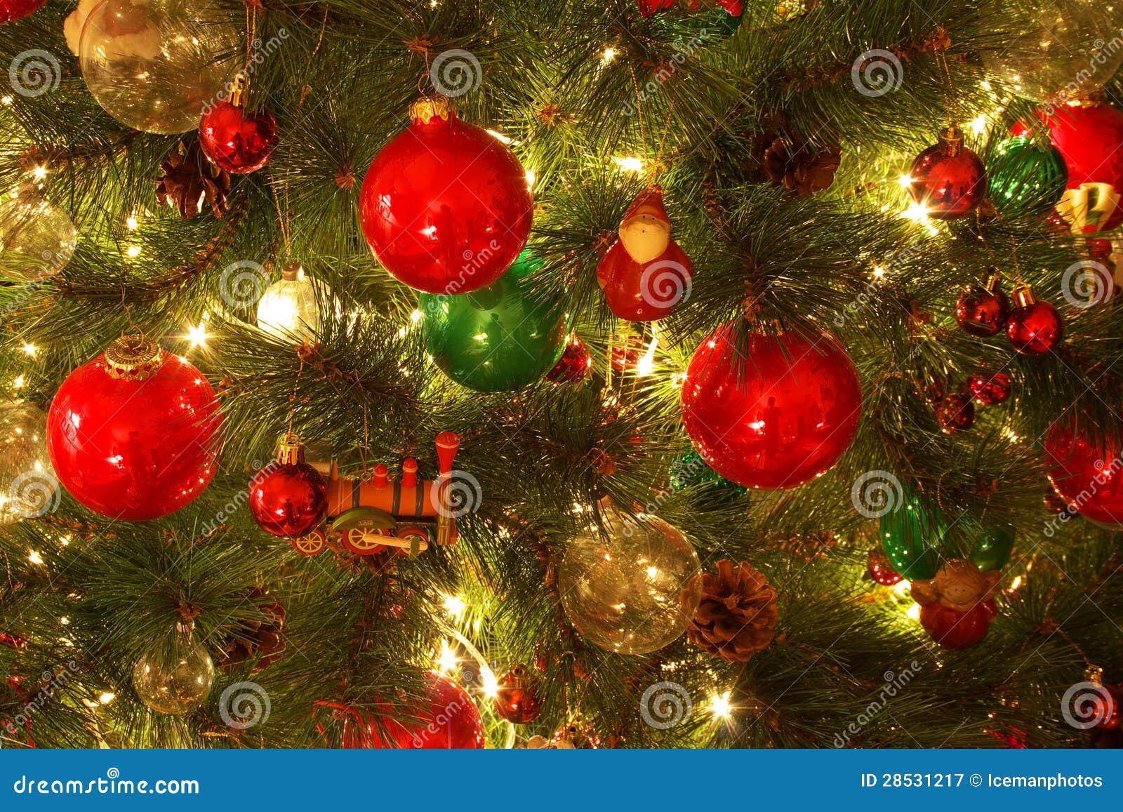 Διακοσμήσεις χριστουγεννιάτικων δέντρων