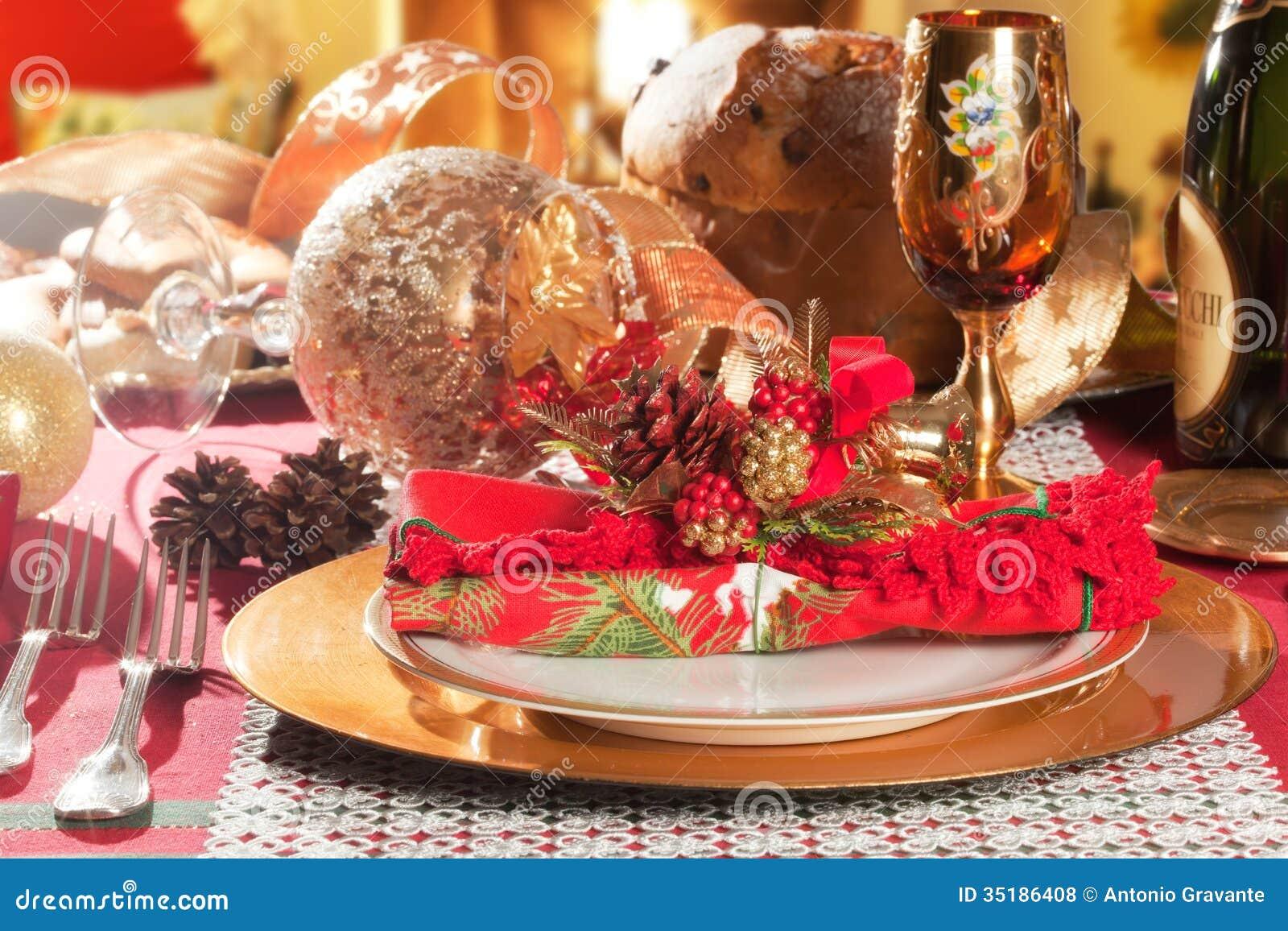 Διακοσμημένη επιτραπέζια ρύθμιση γευμάτων Χριστουγέννων
