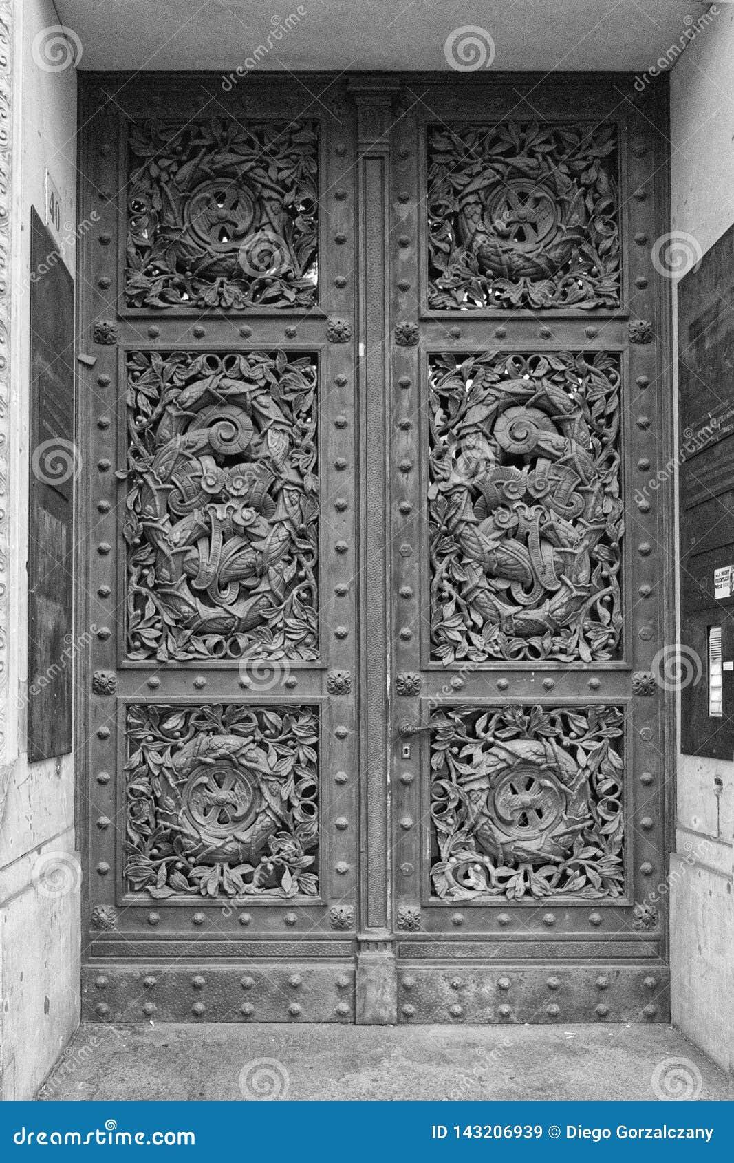 Διακοσμημένη πόρτα στο Βερολίνο