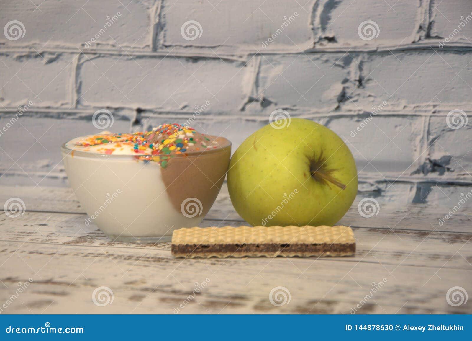 Διακοσμημένος με το πράσινες παγωτό και τη βάφλα της Apple