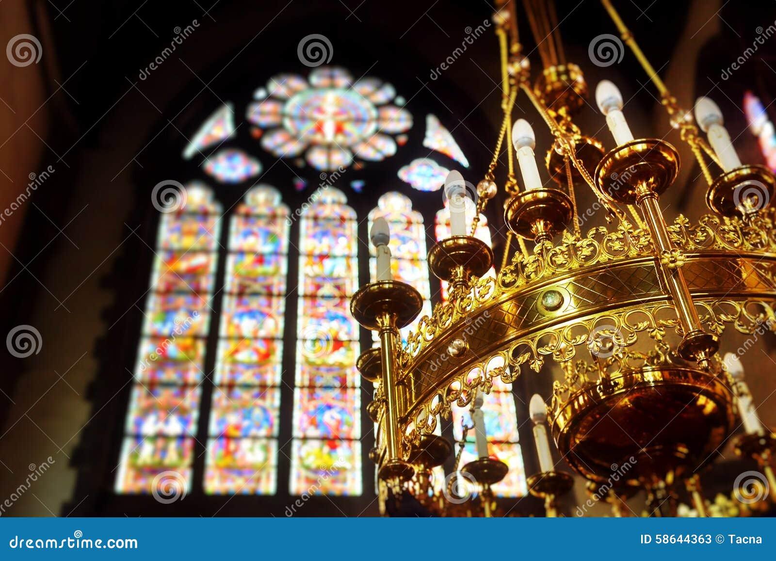 Διακοσμημένος πολυέλαιος στην εκκλησία Άγιος Walburga