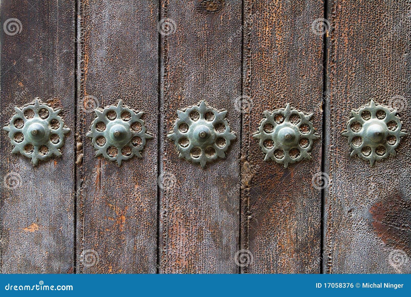 διακοσμώντας τις πόρτες π