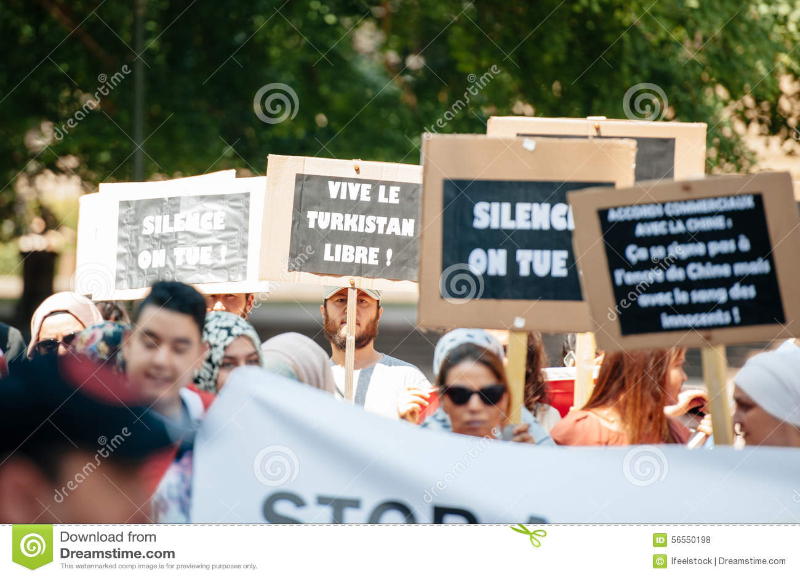 Download Διαμαρτυρία ενεργών στελεχών των ανθρώπινων δικαιωμάτων Uyghur Εκδοτική Στοκ Εικόνες - εικόνα από γεγονός, διαμαρτυρία: 56550198