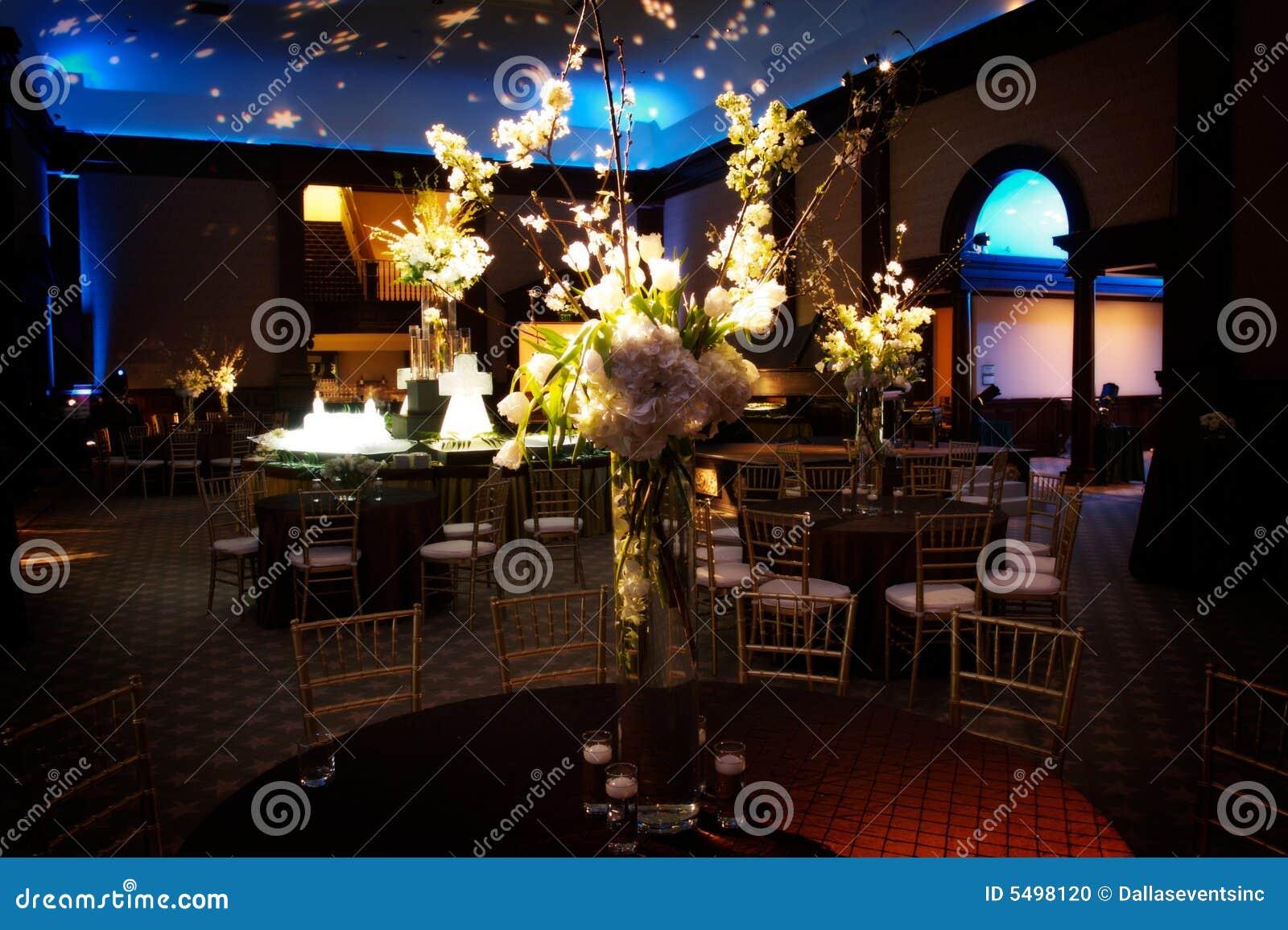 διαμορφώστε το θέτοντας επιτραπέζιο γάμο λήψης