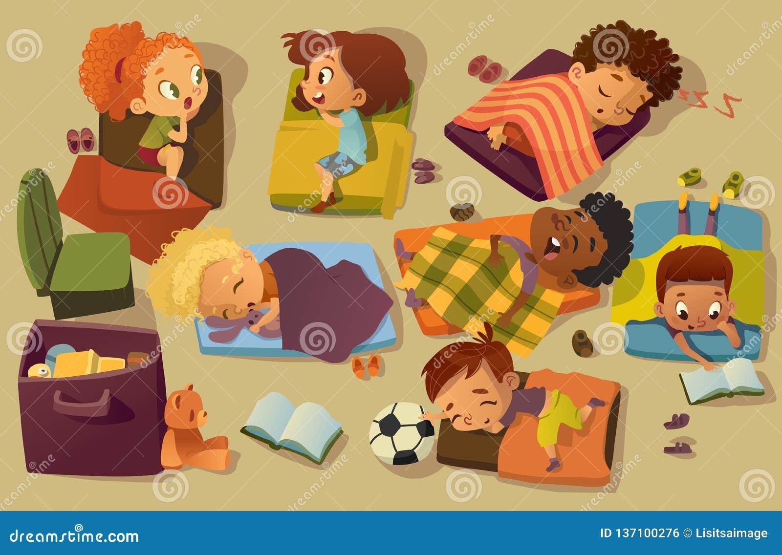 Διανυσματική απεικόνιση χρονικών παιδιών NAP παιδικών σταθμών Προσχολικός πολυφυλετικός ύπνος παιδιών στο κρεβάτι, κουτσομπολιό φ