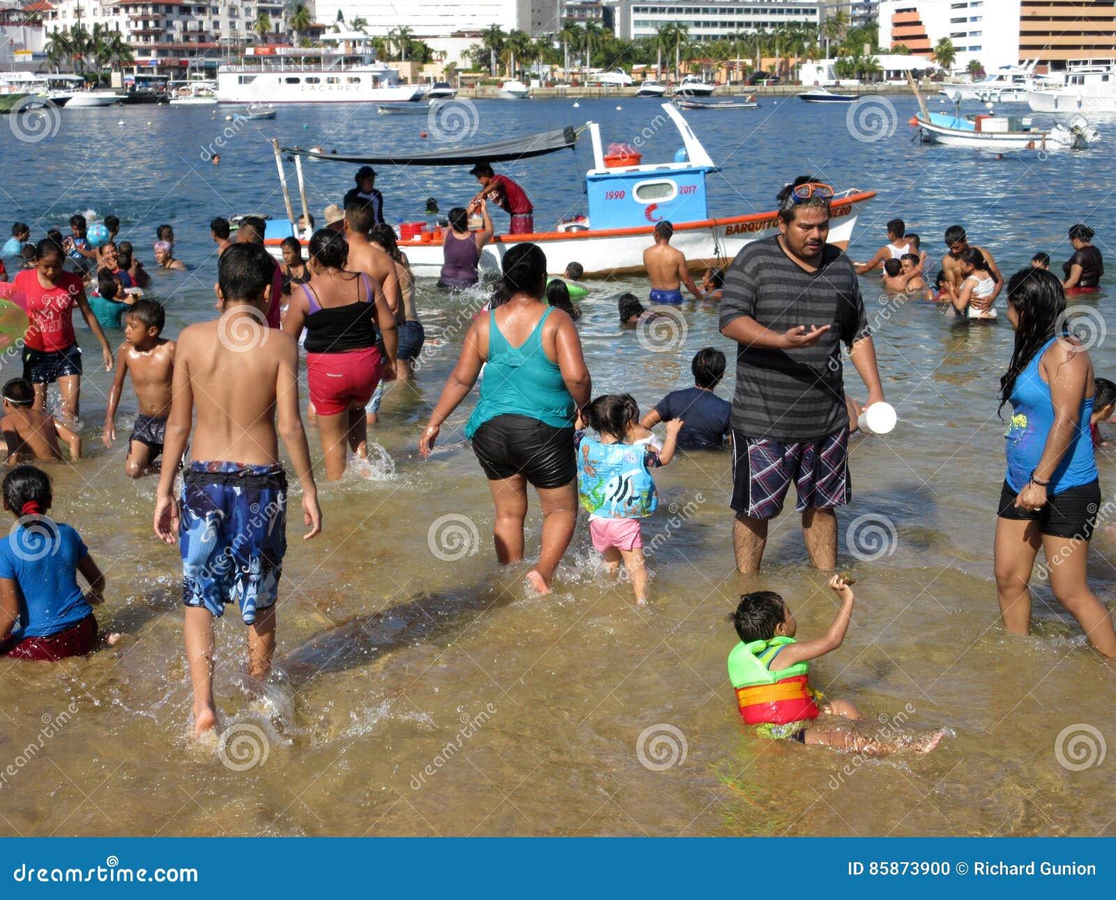 Διασκέδαση ημέρας των Χριστουγέννων στην παραλία