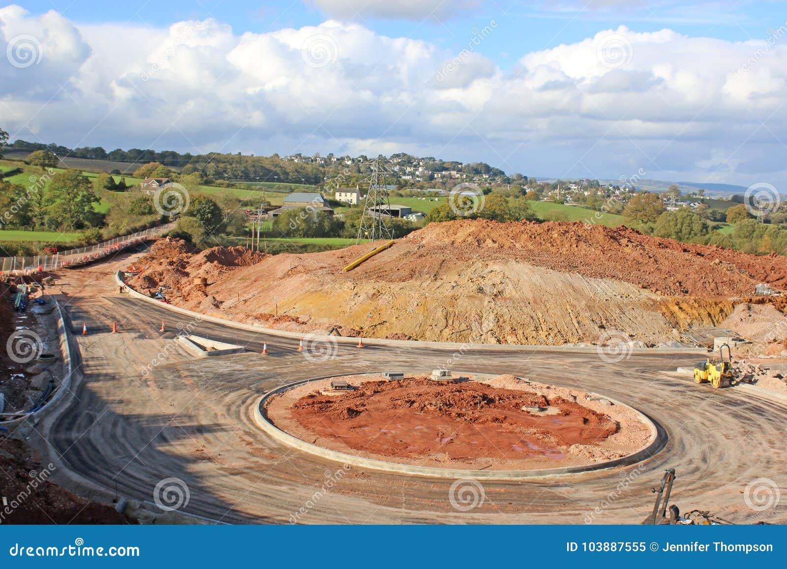 Διασταύρωση κυκλικής κυκλοφορίας κάτω από την κατασκευή