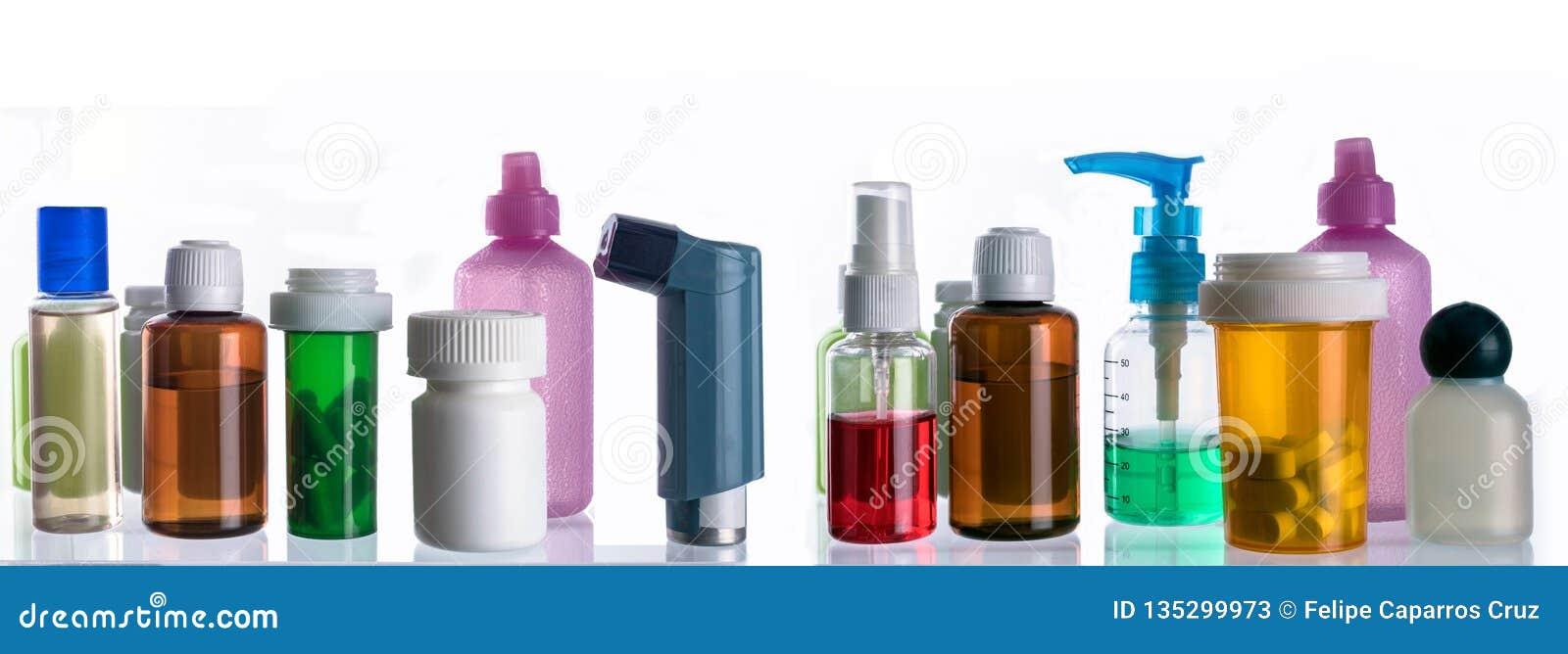 Διαφορετικοί τύποι καλλυντικών συσκευασιών και φαρμάκων που απομονώνονται στο άσπρο υπόβαθρο