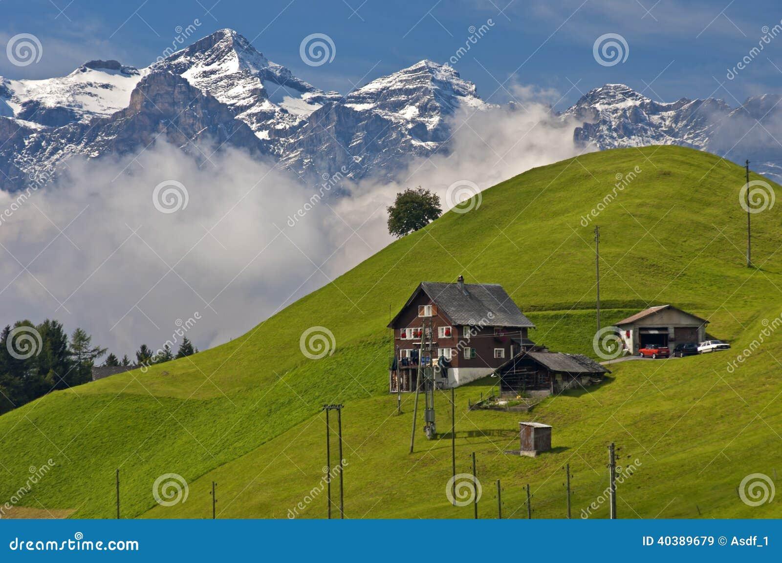 Διεσπαρμένο χωριουδάκι στο Prealps
