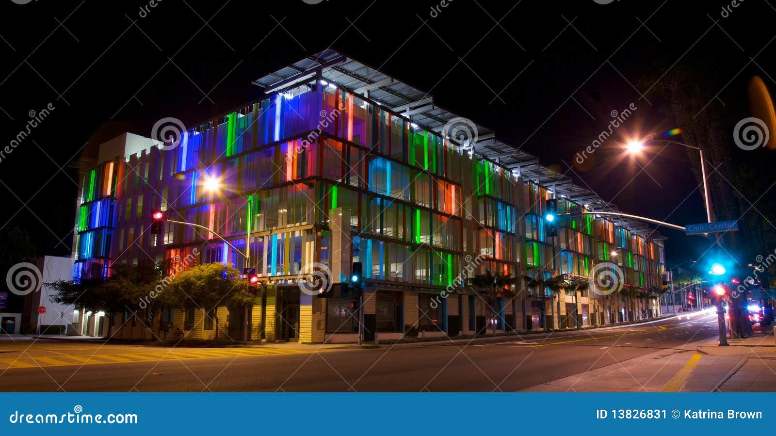 Δομή χώρων στάθμευσης στο Λος Άντζελες με τη ζωηρόχρωμη ACC