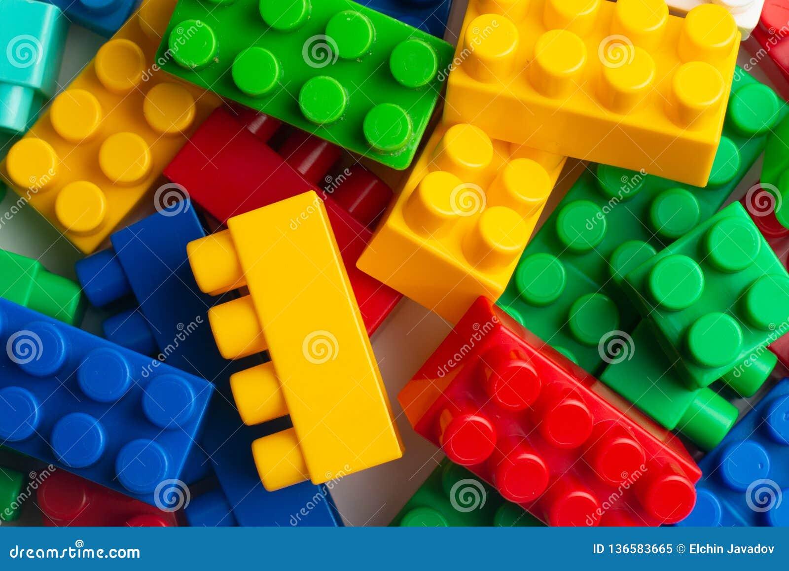 Δομικών μονάδες ανάπτυξης παιδιών, οικοδόμηση κτηρίου και φορτηγό