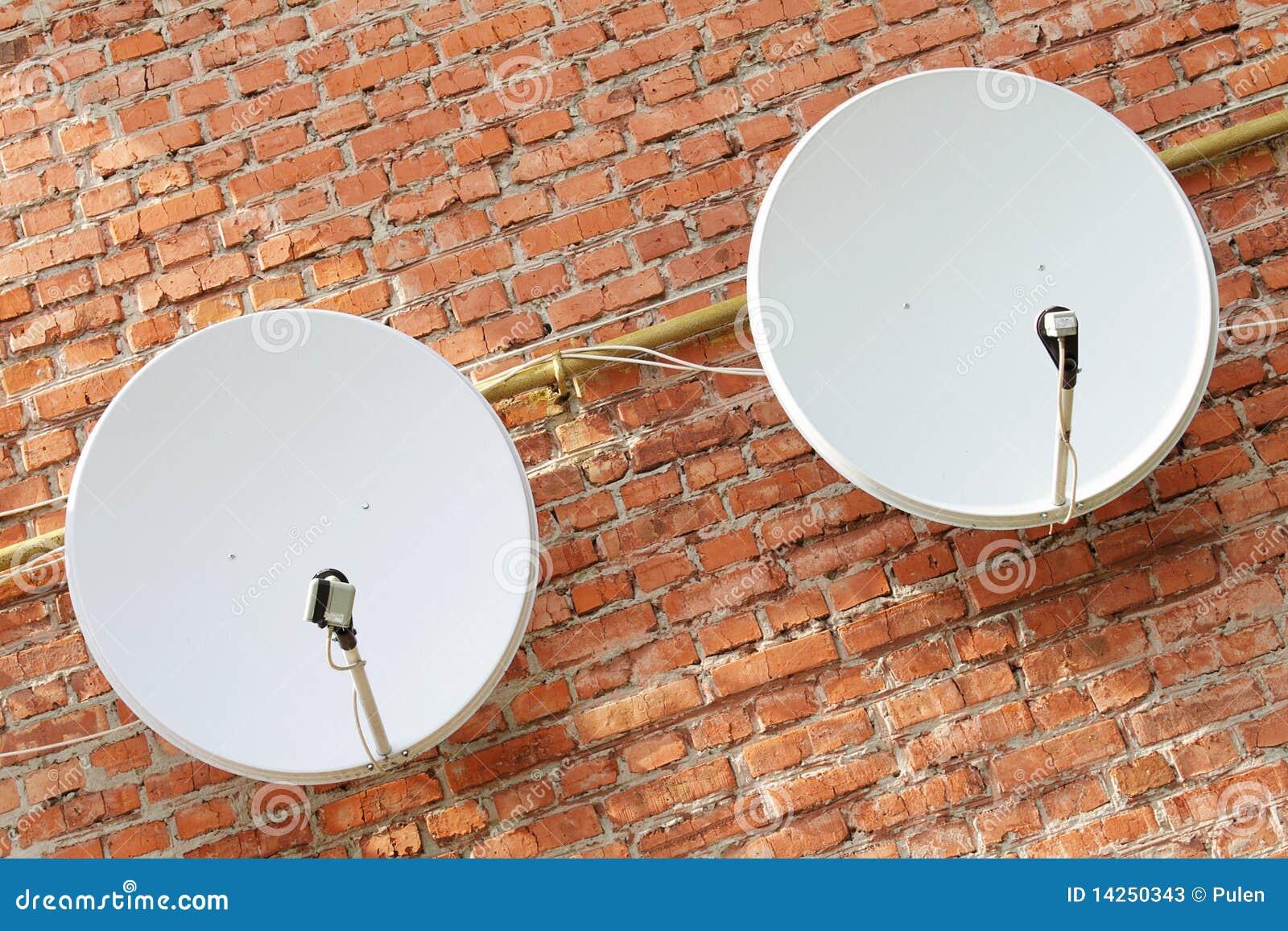 δορυφόρος δύο πιάτων