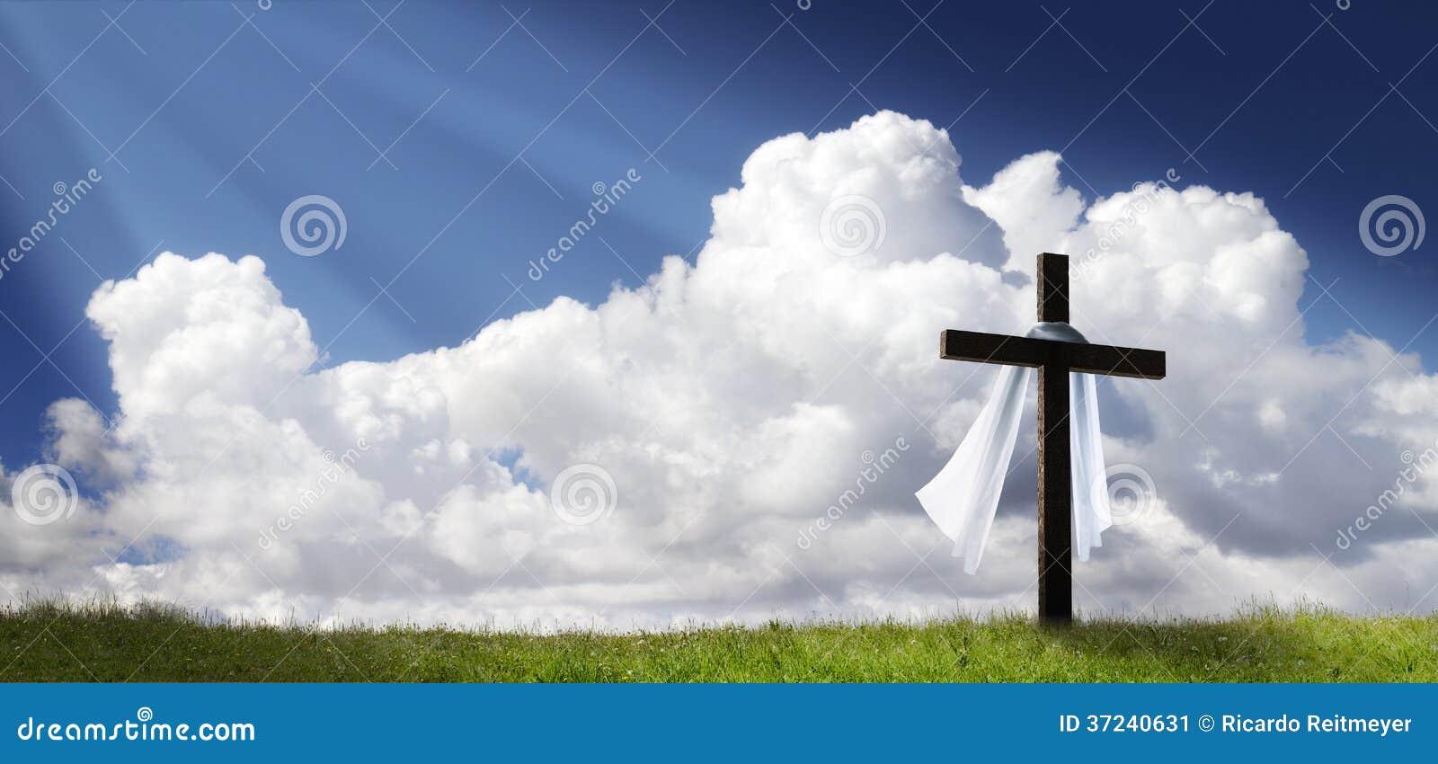 Δραματική ανατολή Πάσχας πανοράματος το πρωί της Κυριακής με το σταυρό στο Hill