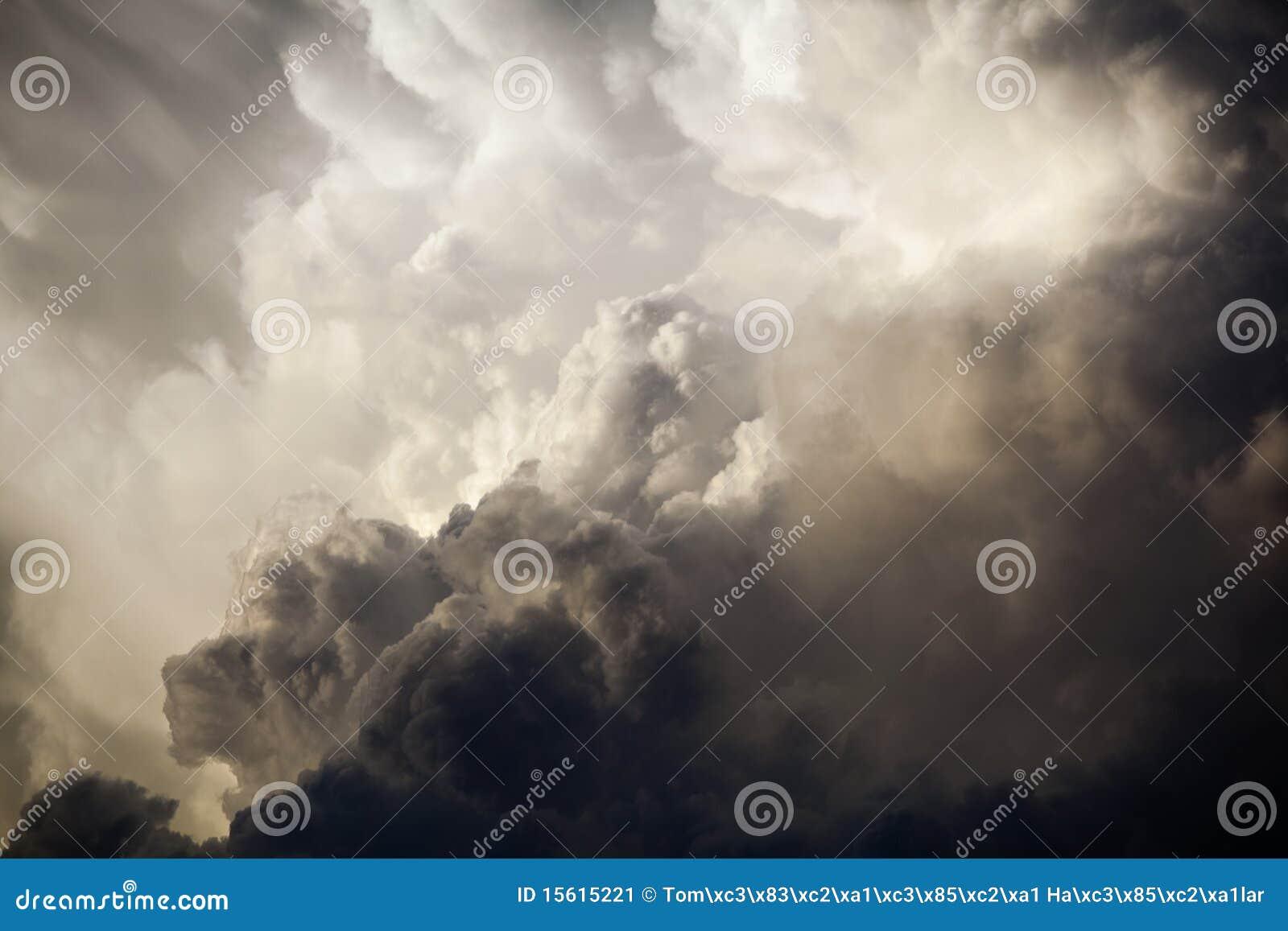 δραματικός ουρανός