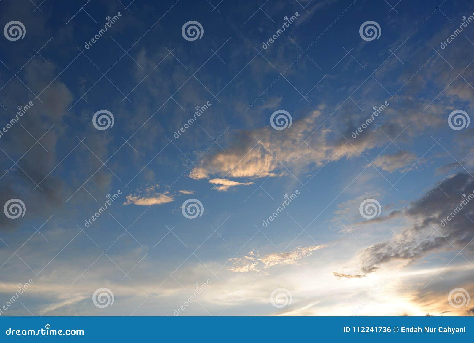 Δραματικό ηλιοβασίλεμα στο νοτιοδυτικό σημείο ερήμων